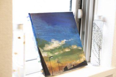 「夕焼けと電灯」の絵をアクリル絵の具で描きました。
